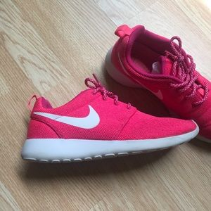 Nike Neon Pink Tennis Shoes Size 9.5
